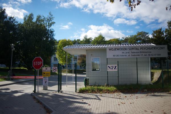 Obecnie na oddziałach gdańskiego szpitala psychiatrycznego przebywa około 350 pacjentów. Każdego dnia do szpitala zgłasza się kilkunastu nowych chorych.