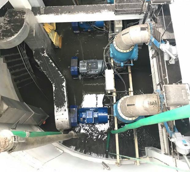 Zalane wnętrze maszynowni w przepompowni na Ołowiance w maju 2018 roku.