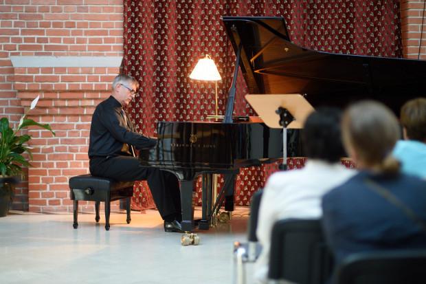 """W lipcu Filharmonia Bałtycka zaprasza na cykl """"Chopin nad wodami Motławy"""". Na zdj. prof. Bogdan Kułakowski."""
