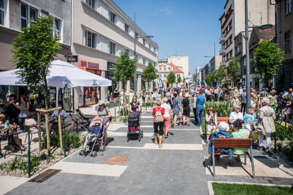 Otwarcie pierwszego woonerfu w Gdyni - ul. Abrahama.