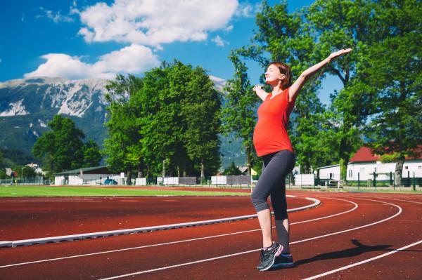 W trakcie ciąży zwykle można podejmować ulubioną aktywność fizyczną.