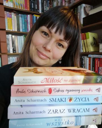 Anita Scharmach - pisarka z Gdyni. Zakochana w swoim mieście i w Kaszubach.