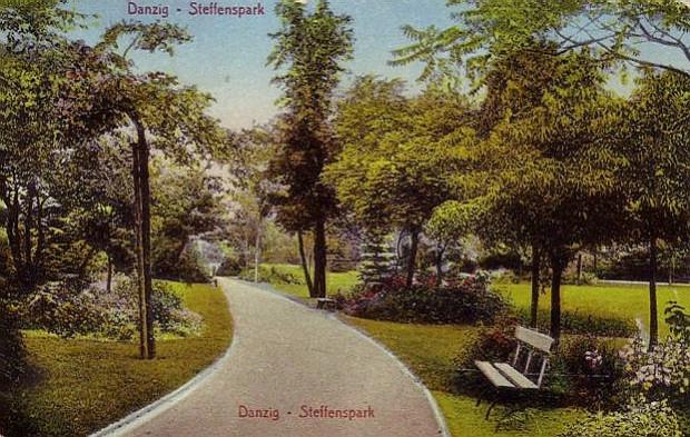 Pocztówka z epoki pokazująca, jak zadbanym i atrakcyjnym terenem był Park Steffensów na początku XX wieku.