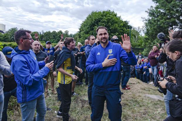 Pavels Steinbors podczas przedsezonowej prezentacji otrzymał kolejne dowody na to, jak jest popularny wśród kibiców Arki Gdynia.