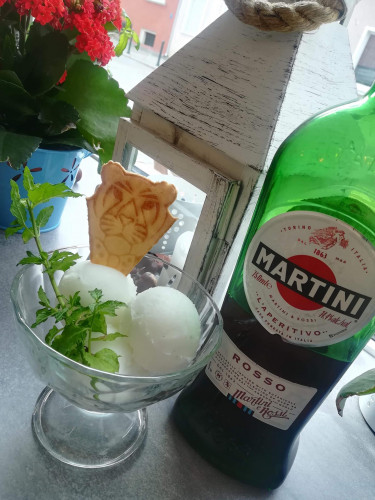 Lody od Kwaśniaka o smaku Martini z cytryną