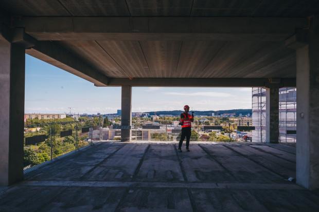 Widok z ósmego piętra biurowca Wave w Oliwie.