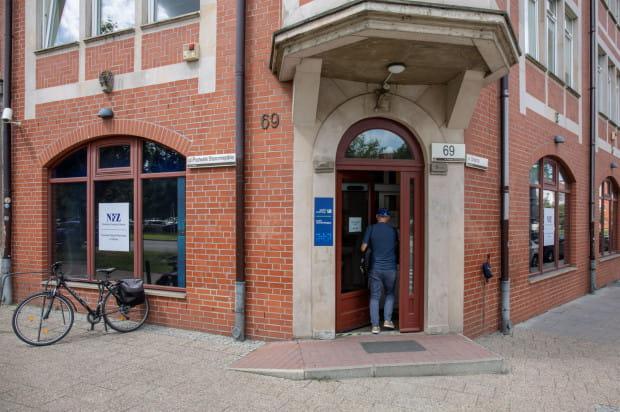 W Trójmieście wniosek o jej wydanie można złożyć osobiście w dwóch miejscach - w Gdańsku, w siedzibie NFZ przy ul. Podwale Staromiejskie lub w Gdyni, w punkcie obsługi ubezpieczonych znajdującym się przy ul. Śląskiej 53.