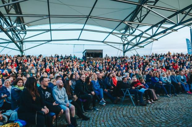 Premierę na Scenie Letniej Teatru Wybrzeże w Międzynarodowym Parku Kulturowym Faktoria w Pruszczu Gdańskim obejrzał nadkomplet widzów.
