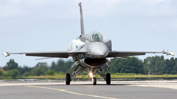 Piknik lotniczy w Gdyni uświetnił pokaz F-16 Demo. Chętni obejrzeli w akcji na niebie też inne jednostki, podziwiając także wystawę statyczną. W sobotę, błędnie przypisaliśmy autorstwo fotografii Brygadzie Lotnictwa Marynarki Wojennej. Jego autorem jest Michał Franczyk z serwisu aviateam.pl