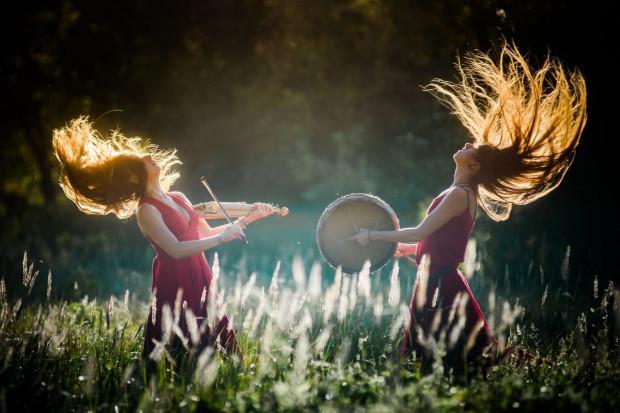 Polski duet Mehehe to muzyka inspirowana magią ludową.