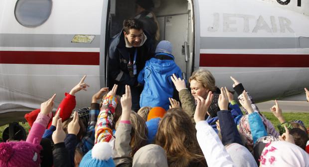 Najbezpieczniejsza dla dziecka podróż to latanie samolotem i tam przepisy związane z obecnością dziecka są najmniej restrykcyjne.