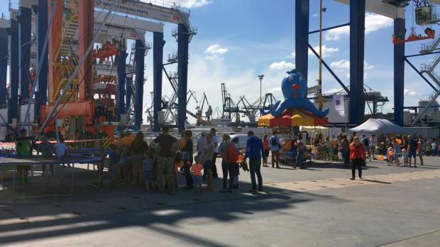 Dzień otwarty Bałtyckiego Terminalu Kontenerowego BCT Gdynia to okazja, by przyjrzeć się pracy przedsiębiorstwa.