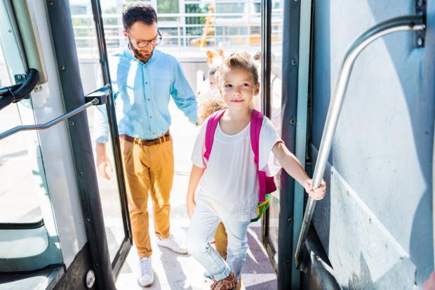 Wiele dzieci bardzo długo nie jest gotowych do samodzielnych podróży.