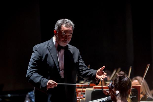Maestro José Maria Florêncio poprowadzi Orkiestrę OB w niemal wszystkich przedsięwzięciach Opery Bałtyckiej w najbliższym sezonie.