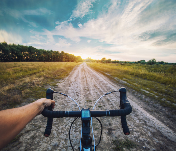 Zarówno rower przełajowy, jak i gravelowy, dają użytkownikowi ogromną frajdę z jazdy.