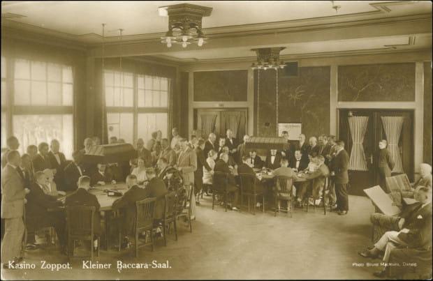Tzw. mała sala do gry w bakarata, przełom lat 20. i 30. XX w. (zbiory Krzysztofa Gryndera).