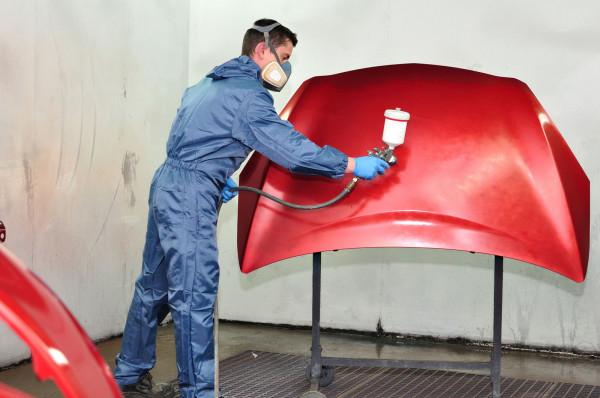 W celu poprawienia estetyki auta wielu właścicieli decyduje się na lakierowanie tylko wybranych elementów.