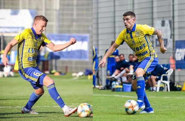 Nie wiadomo, kiedy Michał Kopczyński (z lewej) i Santi Samanes zadebiutują w Arce Gdynia w ekstraklasie. Obaj zmagają się z kontuzjami.