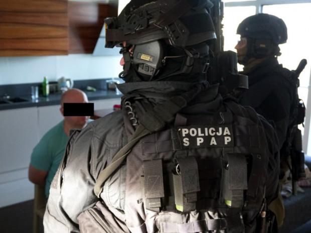 Operację związaną z namierzeniem i schwytaniem domniemanych sprawców przeprowadzono na terenie Gdyni, a brali w niej udział funkcjonariusze ze stolicy i antyterroryści z Gdańska.