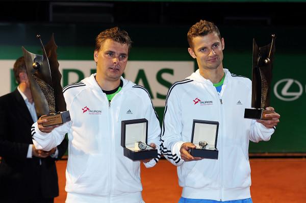 Mariusz Fyrstenberg (z prawej) w Sopocie trzykrotnie wygrał debla w turniejach rangi ATP. W następnym tygodniu będzie dyrektorem zawodów, w których z zawodowym tenisem pożegna się m.in. Marcin Martkowski (z lewej).