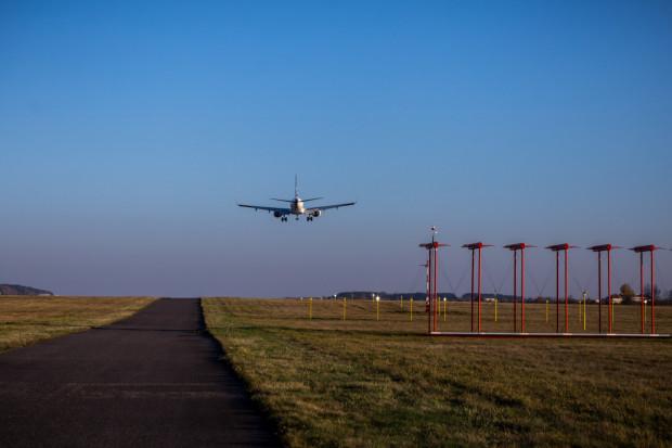 Zapadł pierwszy wyrok nakazujący władzom Portu Lotniczego w Gdańsku wypłacenie odszkodowania właścicielowi domu znajdujacego się w obszarze ograniczonego użytkowania wokół lotniska.