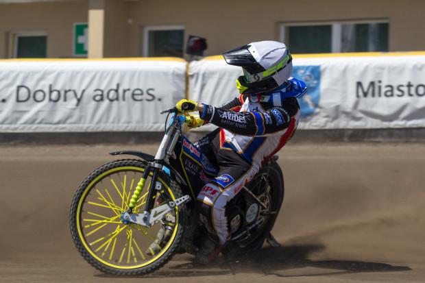 Adrian Cyfer wraca do składu Zdunek Wybrzeża Gdańsk. Zastąpi on Kima Nilssona, który tego samego dnia wraz z Jacobem Thorssellem wexmie udział w indywidualnych mistrzostwach Szwecji.