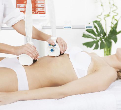 Zabiegi kosmetyczne mogą wspierać modelowanie sylwetki i odchudzanie.