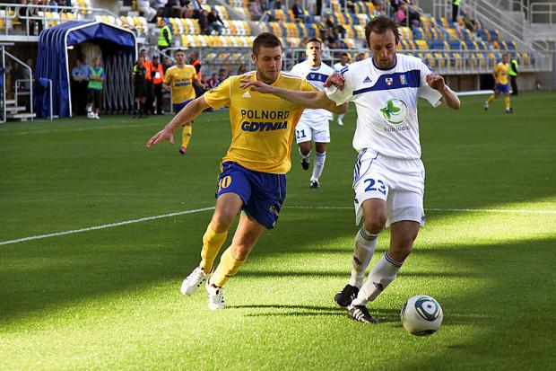 Marcin Budziński (z lewej) w latach 2008-2012 był piłkarzem Arki Gdynia. W 2011 roku zaliczył z nią spadek do I ligi.