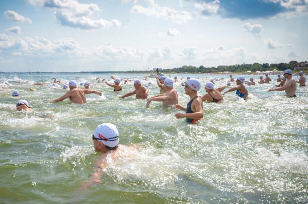 Jeszcze w piątek wszystko wskazywało, że wyścig pływacki dookoła molo w Sopocie odbędzie się według harmonogramu. W dniu zawodów pojawiły się jednak ponownie sinice, przez co organizatorzy zmuszeni byli do odwołania imprezy.