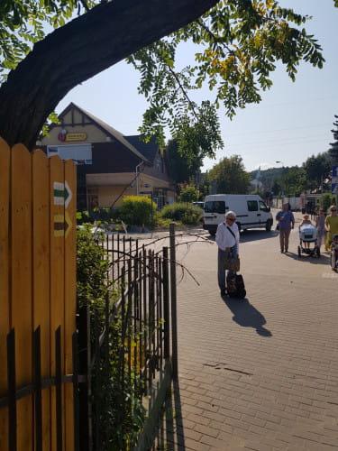 Wyjście na ul. Łowicką ze stacji SKM Sopot Kamienny Potok