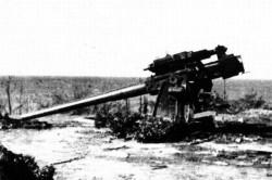 Uszkodzone podczas nalotu 1 września działo oksywskiej baterii.