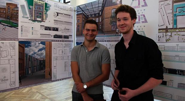 Piotr Flisikowski i Krzysztof Wiśniewski, zwycięzcy konkursu na koncepcję zagospodarowania przestrzennego byłej Królewskiej Fabryki Karabinów w Gdańsku.