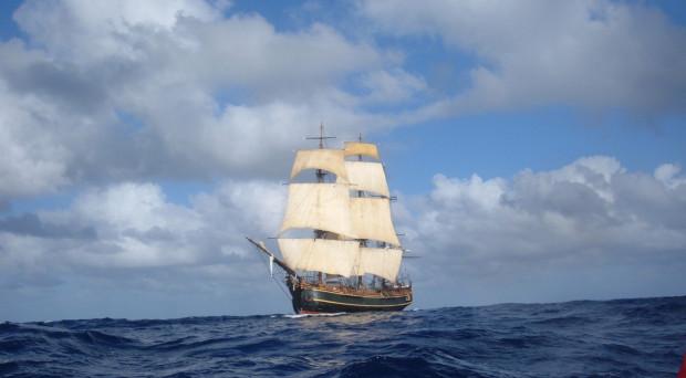 """Na Baltic Sail pojawi się m.in. żaglowiec Bounty, który w filmie """"Piraci z Karaibów. Skrzynia umarlaka"""" jest statkiem pożeranym przez morskiego potwora Krakena."""