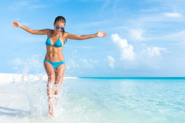 Słońce w krajach tropikalnych nie zna litości i nikogo nie oszczędza. Europejczycy podróżujący w upalne strefy klimatyczne muszą szczególnie zwracać uwagę na ochronę skóry.