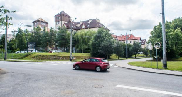 Skrzyżowanie ul. Wiczlińskiej, Koperkowej i Miętowej. Ruch znacząco się tu zwiększy po zakończeniu budowy Trasy Kaszubskiej.