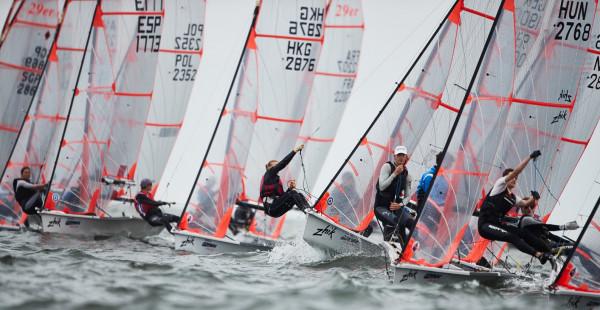 175 załóg z 27 krajów rywalizuje w mistrzostwach świata juniorów w klasie 29er. Medale zostaną rozdane 3 sierpnia, ostatniego dnia 20. Volvo Gdynia Sailing Days.
