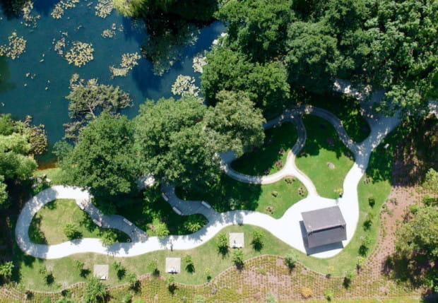 Przestrzeń i roślinność tej części parku nawiązuje do historycznych oraz współczesnych ogrodów Japonii.