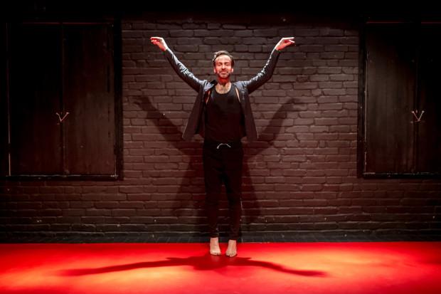 """Konkurs nurtu SzekspirOFF w pełni zasłużenie wygrał spektakl """"Hamlet. Sen"""" w reż. Sławka Krawczyńskiego (na zdjęciu), który wcześniej zdobył I nagrodę Sopockich Konsekwencji Teatralnych w Teatrze BOTO."""