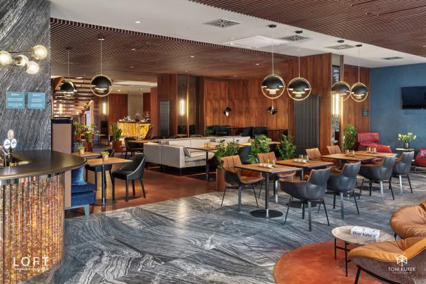 Restauracja w hotelu Radisson została wykończona przy użyciu nietuzinkowych materiałów, a jednym z nich jest bursztyn.
