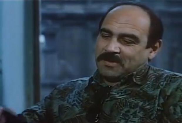 """Aktorski epizod w """"Trzech dniach ..."""" zaliczył piosenkarz Andrzej Zaucha, dla którego był to, jak się okazało, ostatni występ przed kamerą. Kilka tygodni po premierze filmu artystę zastrzelił mąż kobiety, z którą wokalista miał romans."""