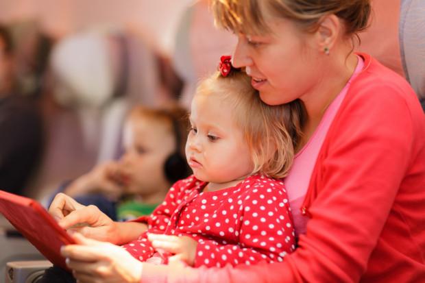 Dwie godziny bez internetu? Dla wielu dzieci podróżujących samolotem to nie do wytrzymania.