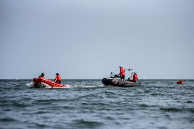 W okresie wakacyjnym na strzeżonych plażach w Gdańsku pracuje około 70, w Sopocie 40, a w Gdyni 37 ratowników.