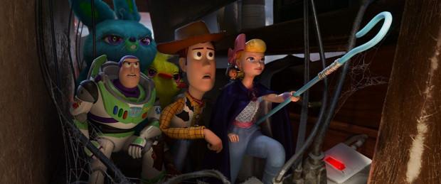 """""""Toy Story 4"""" ma wszystkie największe atuty trzech poprzednich części. To znakomite połączenie intrygującej historii, żywiołowych przygód, świetnego humoru i wielu ciepłych wzruszeń. Film wprost stworzony pod rodzinną rozrywkę."""