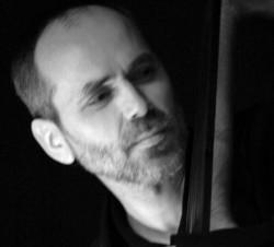 Gospodarzem świętojańskiego, czwartkowego jam session będzie Janusz Mackiewicz.