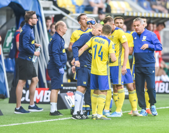 Jacek Zieliński nie piętnuje publicznie piłkarzy Arki Gdynia, ale do niektórych z nich stracił cierpliwość i już zapowiedział zmiany w defensywie przed następną kolejką.