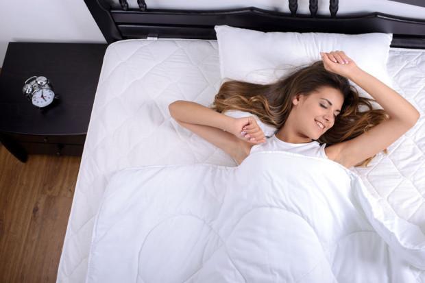 Niedostateczna ilość snu ma ogromny wpływ na to, ile kalorii przyjmujemy w ciągu dnia.