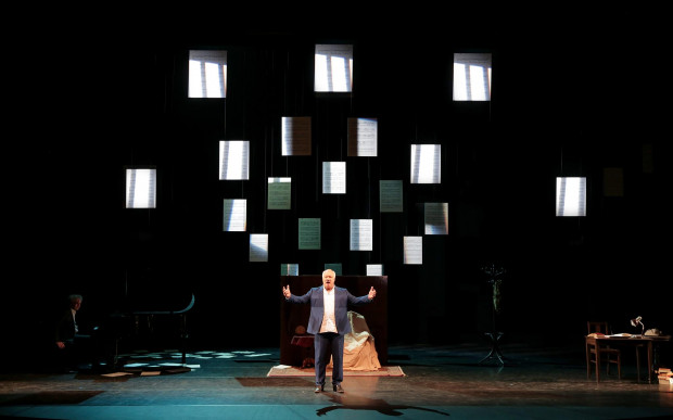 Główną gwiazdą tegorocznego festiwalu Literacki Sopot będzie Éric-Emmanuel Schmitt, który w niedzielę 18 sierpnia o godz. 13 spotka się z czytelnikami w Państwowej Galerii Sztuki, a dzień wcześniej zagra w monodramie na podstawie swojej najnowszej książki (na zdjęciu).
