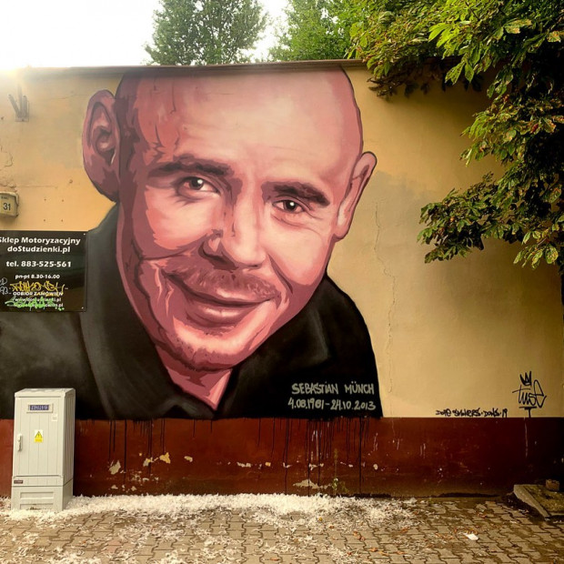Mural z wizerunkiem Sebastiana Muncha jest kolejną pracą Piotra Tuse Jaworskiego we Wrzeszczu.