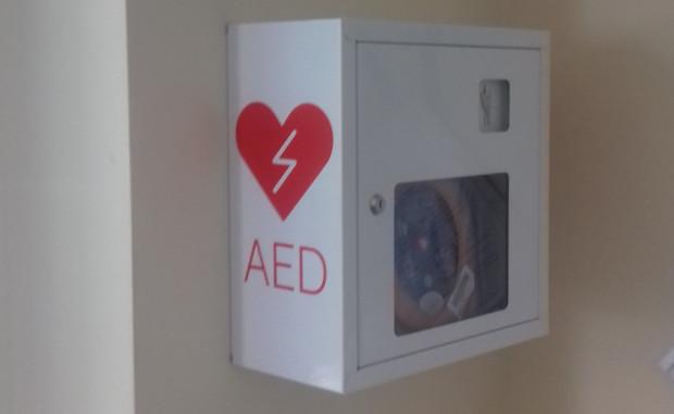 ZUS wzbogacił się o nowe defibrylatory. Urządzenia mogą uratować życie
