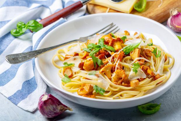 Wakacyjną kuchnię warto wzbogacić o źródła witamin i mikro- oraz makroelementów, które są niezbędne do prawidłowego funkcjonowania organizmu.